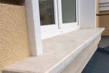Mramorový okenný parapet