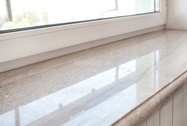 Okenný parapet z hnedého mramoru