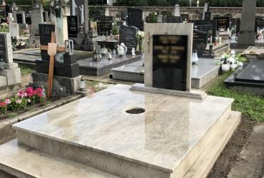 Dvojhrob Kashmire White vo Svätom Juri